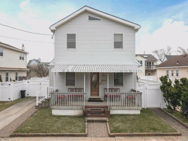 3 BR,  2.50 BTH  Colonial style home in Atlantic Beach